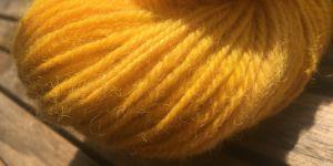 Wolle färben mit Kurkuma – Ein Versuch